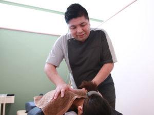 肩回りの施術